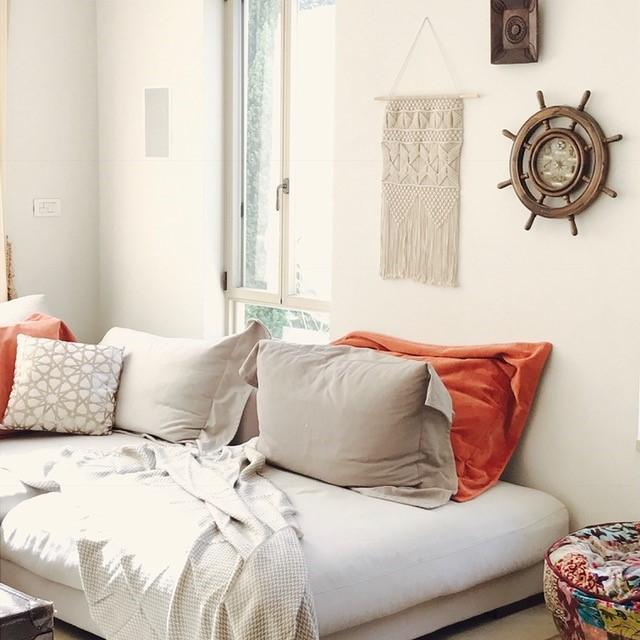 ואפשר להלביש את הקירות באביזרי נוי יפים המתאימים לקונספט העיצובי. עיצוב וצילום: רוית רוד