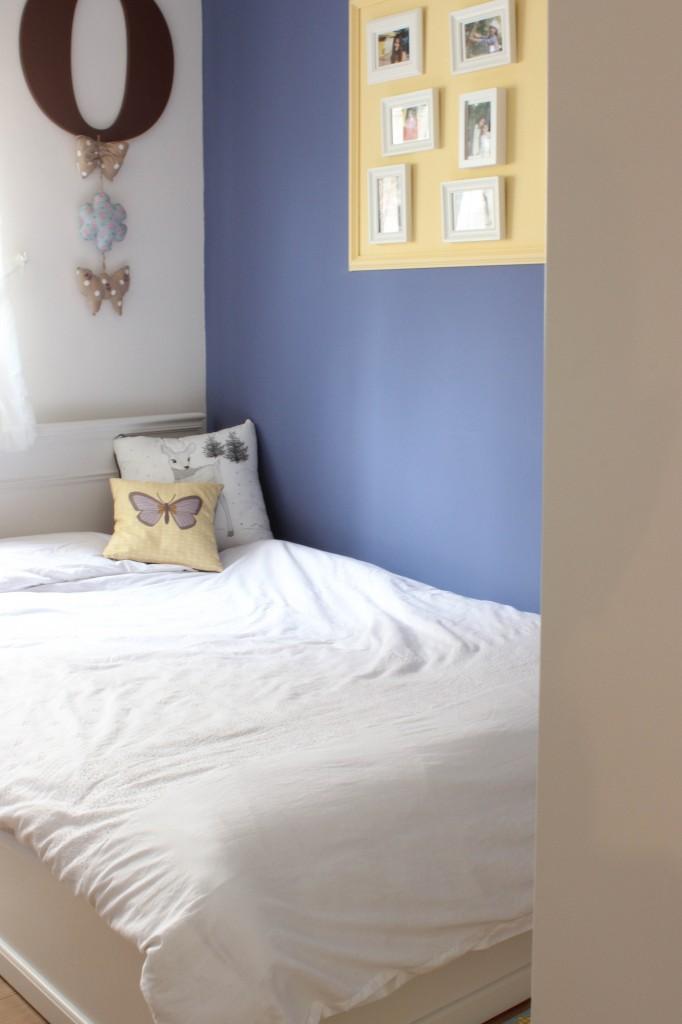 חדר נערה בת 13 מתהדר בגוון הכחול  העמוק. עיצוב וצילום: רוית רוד