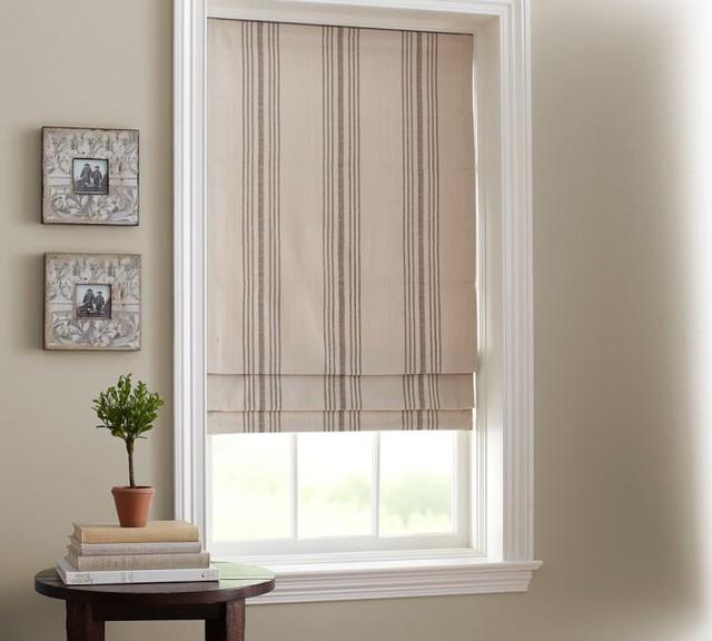 הווילון הרומאי מתלבש על חלון נישה היטב. www.ckassicalist..org