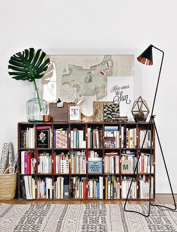 ספריה פשוטה אך ביתית וחמימה www.bloglovin.com