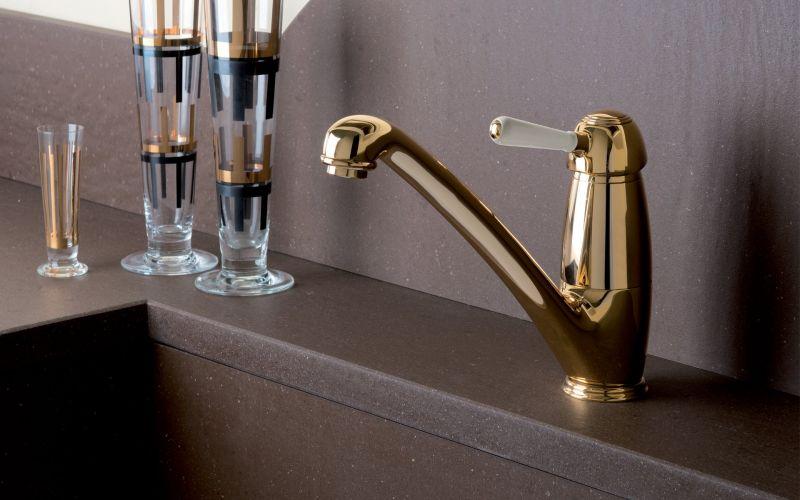 זהב גם במטבח ובחדרי האמבטיה. עוז קרמיקה