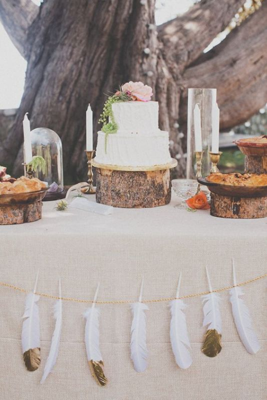 רעיון מקסים לקישוט השולחן. אפשר גם על המפה ולא רק בצדדיה. www.notey.com/blogs/wedding-decor-ideas