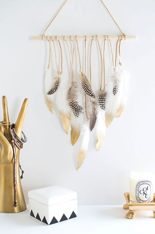 קישוט לקיר בסגנון בוהו שיק. אל תמהרו לרכוש, כן תמצאו איך ליצור במו ידיכם: www.pinterest.com/KriyaBaby/boho-hippie-gypsy-chic-diy-decor-tutorials/