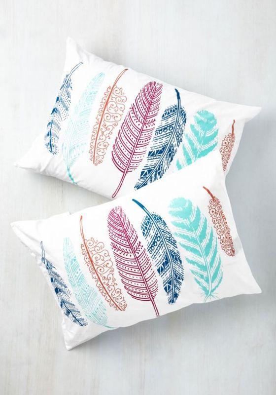 לישון על נוצה. מבטיח שינה רכה ונעימה. ניתן לייבא לארץ במחירים מעולים http://intl.target.com/c/throw-pillows-home-decor/-/N-5xttp