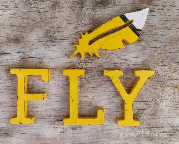 עם הנוצה אפשר לעוף... ולקשט חדר נער או נערה מתבגרים, או בפינת העבודה להשראה. ניתן לרכוש ב: http://myletter.co.il/product/fly-2/#.V8WwX-Qkp9A